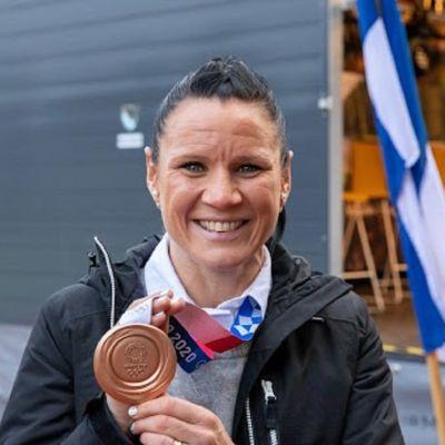 Mira Potkonen juhlii Nokialla olympiamitaliaan