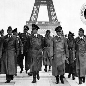 Adolf Hitler med följe besöker Paris i juni 1940.