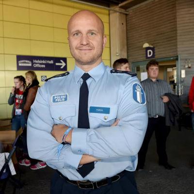 Nätpolisen Marko Forss slutar leda hatretorikgrupp.