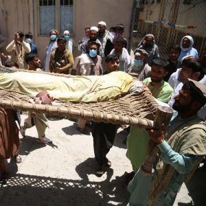 Surmattu poliorokotteen antaja. Jalalabad.