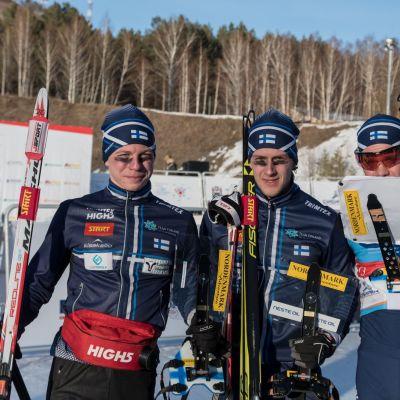 Tero Linnainmaa, Jyri Uusitalo ja Ville-Petteri Saarela poseeraavat.