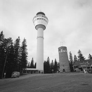Puijon uusi ja vanha torni