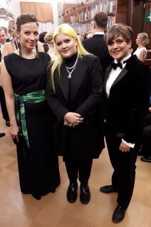 Li Andersson, Alma och Silvia Modig på slottsbalen.