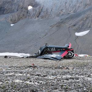 Vrakdelar efter flygolyckan i Schweiz den 5 augusti 2018.