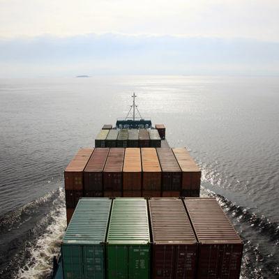 Ett fartyg med kontainrar