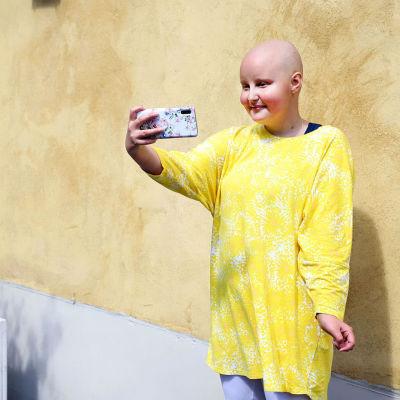 Maria Hakala vloggaa leukemiastaan lisätäkseen tietoisuutta sairaudesta.