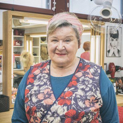Näyttelijä Auli Poutiaisella on takanaan 60 vuotta näyttämöllä.