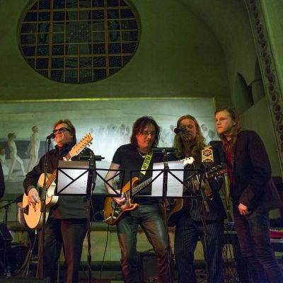 Manserokkarit laulamassa Tuomiokirkossa Juice-kirkossa