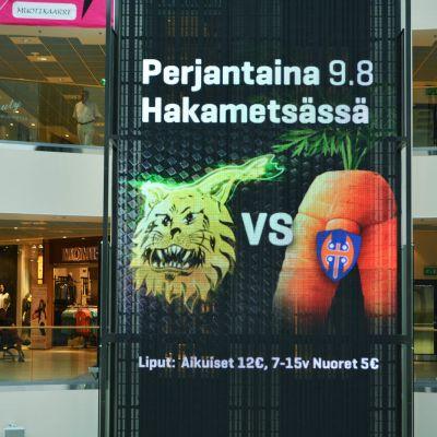 Ilveksen mainos Koskikeskuksen mainostaululla