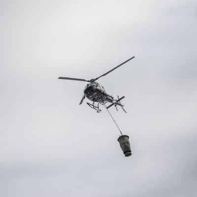 Helikopteri taivaalla