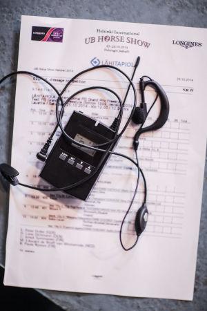 radiopuhelin selostuksen seuraamiseen