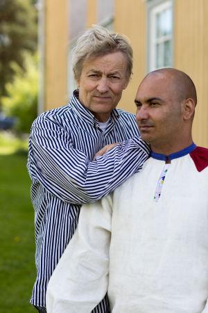 Lars Lerin tillsammans med maken Manoel Marques