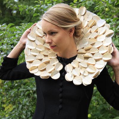 Papperskrage till klänning.