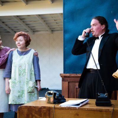 "ur korsholms teater, musikalen ""annie"""