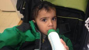 Khalidas son fyller snart två år