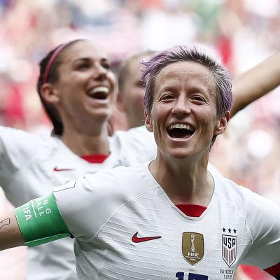 Megan Rapinoe firar ett mål mot Holland i VM-finalen 2019 som USA vann med 2–0.