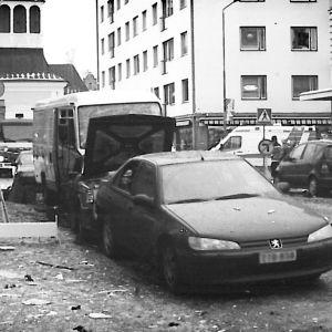Sönderspränga fasader och bilar.
