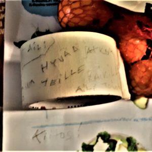 teippirullaan on kirjoitettu lyijykynällä jäähyväiset