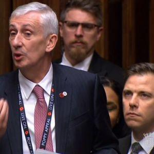Lindsay Hoyle talar i parlamentet i Storbritannien.