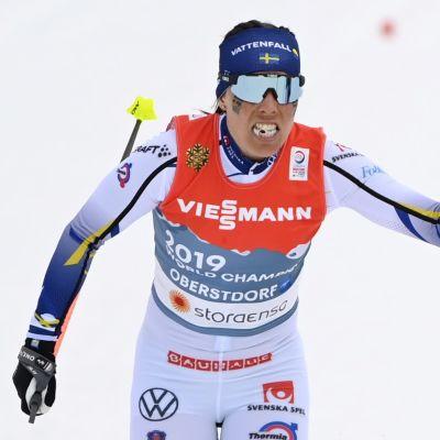 Charlotte Kalla och Ebba Andersson i växling.
