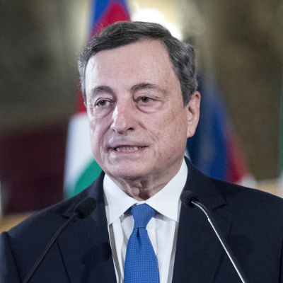 Den förre chefen för Europeiska centralbanken, Mario Draghi försöker lösa regeringskrisen i Italien.
