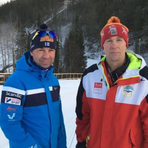 Mika Kulmala från Skidförbundet och Ruka Nordic Openin-generalsekreteraren Seppo Linjakumpu.