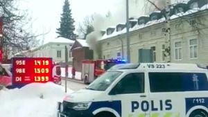 Gammalt trähus brinner i Nystad.