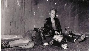 Scen ur uppsättningen av I väntan på Godot, 1985.