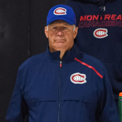 Claude Julien på isen under en Canadiensträning.