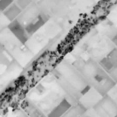 En flygbild från det ryska försvarsministeriet som sägs visa civila som flyr regerinskontrollerade kvarter i Aleppo 10.12.2016