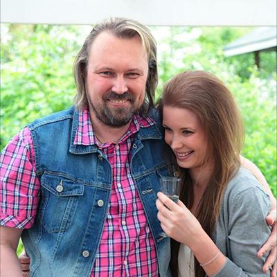 Jennin ja hänen isänsä tarina kerrotaan SuomiLOVEn verkkosivuilla.