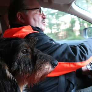 Sune Fromholz med sin tax i bilen.