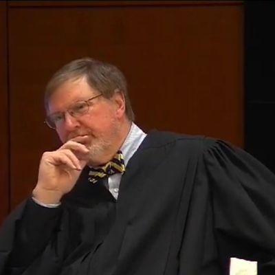 President Donald Trump har i skarpa ordalag fördömt den federala domaren James L. Robart som fryste Trumps inresedekret tillfälligtt