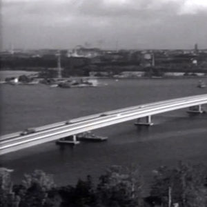 Vastavalmistunut Lapinlahden silta (1965).