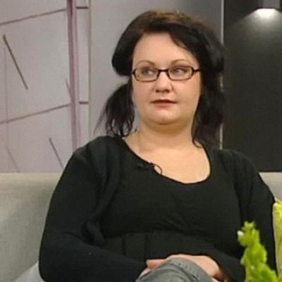 Kirjailija Hanna Hauru Aamu-tv:ssä 2010.