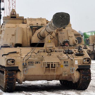 Yhdysvaltain armeijan 3. panssariprikaati saapumassa Puolaan
