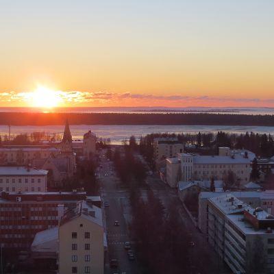 Kemin kaupunki, auringonlasku.