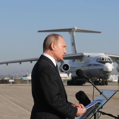 Venäjän presidentti Vladimir Putin vieraili Hmeimimin lentotukikohdassa 11.12.2017.