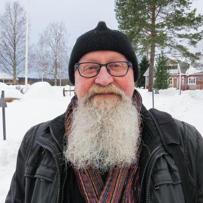Eläkkeelle jäävä kirkkoherra Seppo Ojala