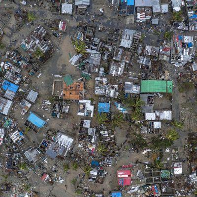 Ilmakuva Praia Novan kylästä syklonin jäljiltä.
