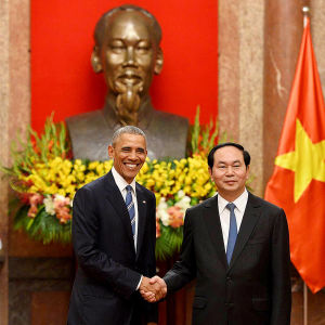 USA:s president Barack Obama meddelade att vapenemabrgo hävs då han träffade sin vietnamesiska kollega Tran Dai Quang i Hanoi