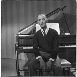 Pianotaiteilija Cyril Szalkiewicz toukokuussa 1961 (arvio).