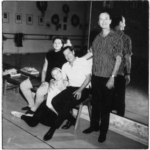 Tanssijat Matti Tikkanen ja Doris Laine, koreografi Serge Lifar ja pianisti Cyril Szalkiewicz Taitelijan puheenvuoro 6 -televisio-ohjelman vieraina 1966.