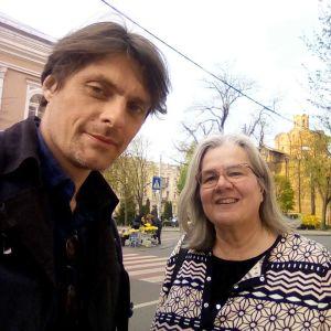 Stanislav Skakun (till vänster) med Kerstin Kronvall i Kiev våren 2019.