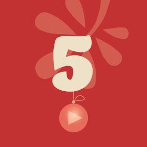 Joulukalenterin luukku, punaisella taustalla numero 5.