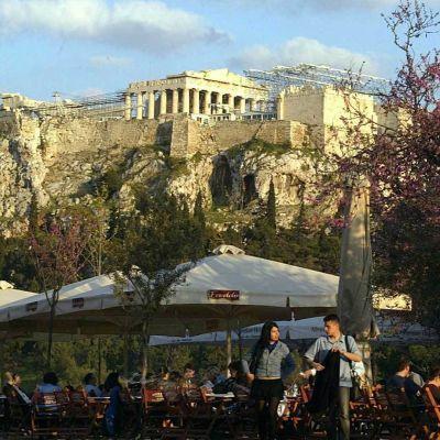 Kahvilaelämää Akropolis-kukkulalla
