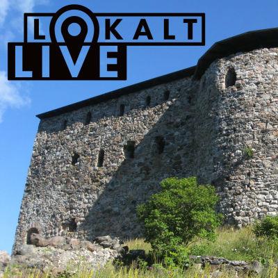 Raseborgs ruiner, sol och blå himmel. Logon för Lokalt live syns i hörnet uppe till vänster.