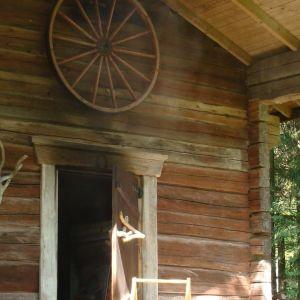 Isäni rakensi vanhasta vilja-aitasta savusaunan - saunan, jossa on maailman parhaat löylyt ja sitä aitoa tunnelmaa!