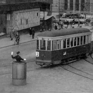 Liikenteenohjaaja Helsingissä (1949).