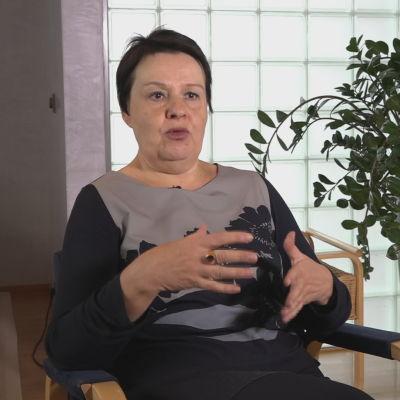 Överdirektör Kirsi Varhila intervjuad på social- och hälsovårdsministeriet
